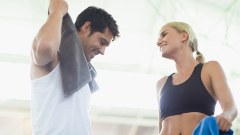how to flirt at the gym
